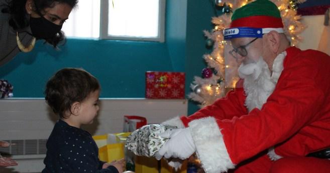 Caridades dedicaron horas extras para asegurar que ningún niño se quedase sin regalos estas navidades