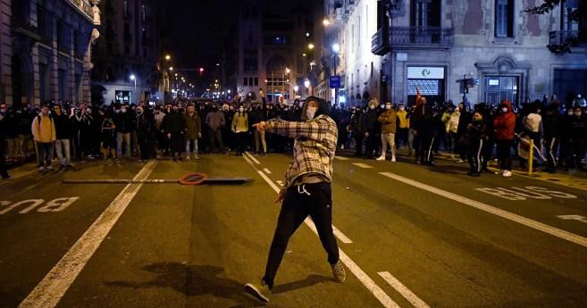 La violencia en las calles no trae la felicidad
