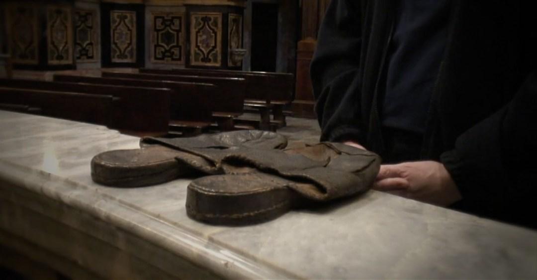 Les sandales de la Charité • Une vidéo de P. Tomaž Mavrič