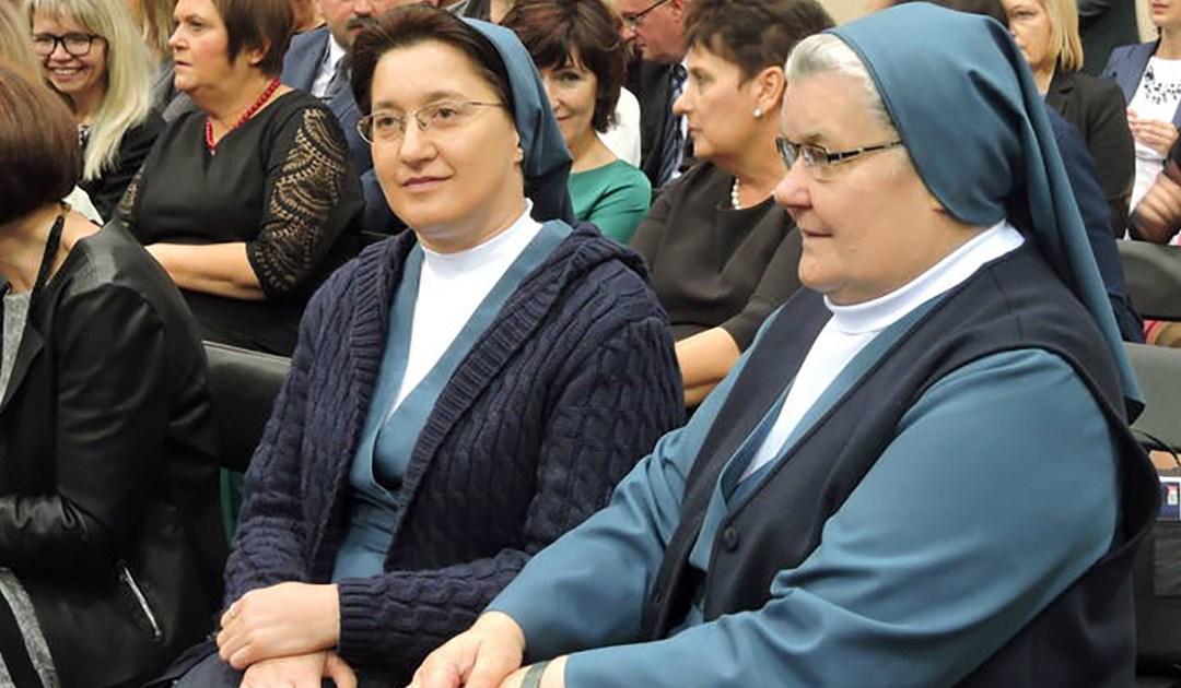 Croix brune du mérite de la fille de la charité en Pologne