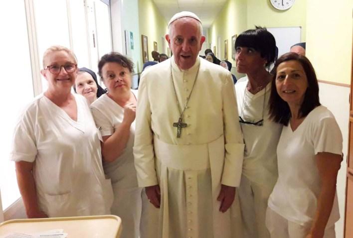 visita papa regina mundi 2