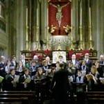 Il Coro S. Benedetto durante l'esecuzione