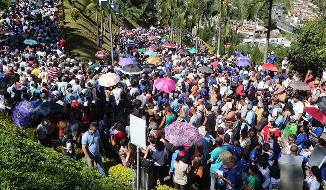 Amor aos Pobres e devoção mariana levam mais de 40 mil vicentinos a evento no Brasil