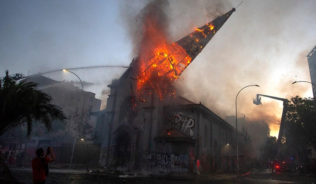 Incêndio em igreja é atentado à liberdade religiosa