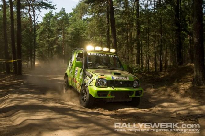 Suzuki Jimny beim GORM 24h Offroad Rennen überwindet jede unwegsame Stelle