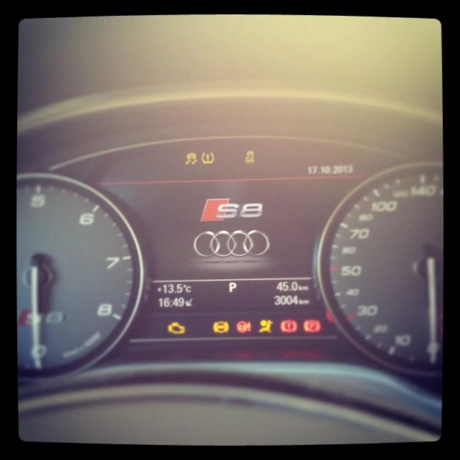 Audi S8 Tacho