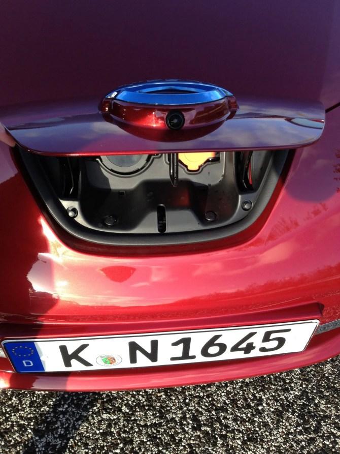 Die Ladestation befindet sich in der Nase des Nissan Leaf