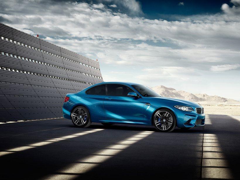 BMW M2 Coupe meets Gigi Hadid   Fanaticar Magazin