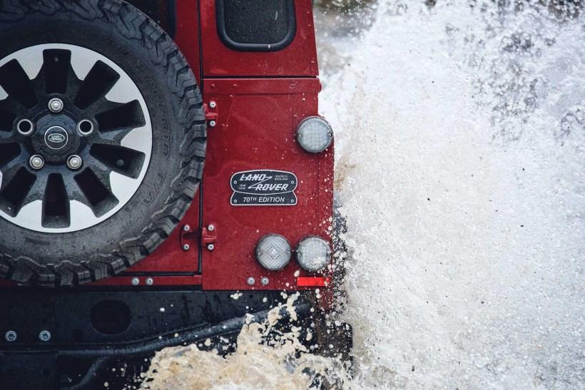 Land Rover Defender Works V8 - 70th Edition   Fanaticar Magazin