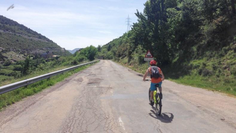 retorno por la carretera hasta Meson Nuevo