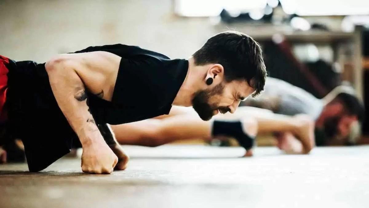 Pode treinar com os músculos doloridos