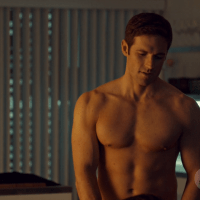"Dylan Bruce as Paul Dierden shirtless/naked in Orphan Black 1x01 ""Natural Selection"""