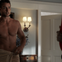 "Josh Bowman as Daniel Grayson and Justin Hartley as Patrick Osbourne shirtless in Revenge 3x01 ""Fear"""