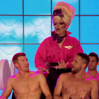 "RuPaul's Drag Race (season 7) Bryce Eilenberg, Jason Carter & Miles Davis Moody (Scruff Pit Crew) shirtless in 7×02 ""Glamazonian Airways"""