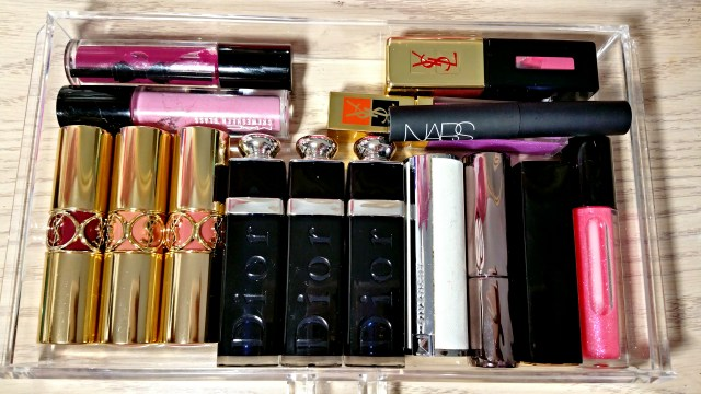 What's Inside My Makeup Organizer