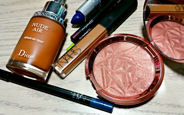 Dior Nude Air Serum, NARS Abbey Road Larger than Life, NARS Amande Radiant Creamy Concealer, MAC Colour Matters Technakohl Eyeliner, Becca Blushed Copper Shimmering Skin Perfector, MAC Matte Royal Lipstick, MAC Cyber World Lip Pencil