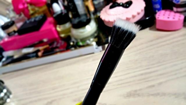 ELF Studio Small Stipple Brush