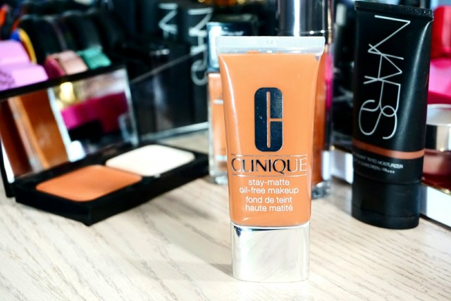 Clinique Stay Matte Oil Free Makeup in 26 Amber