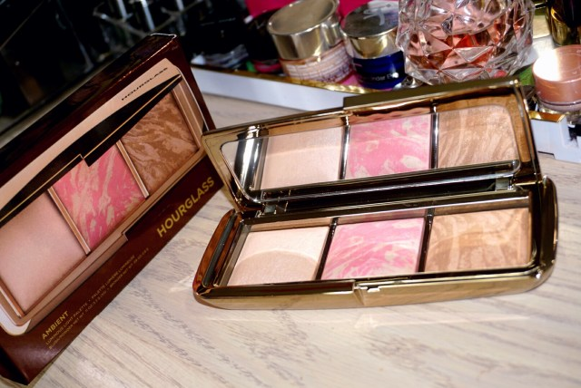 Hourglass Ambient Luminous Light Palette