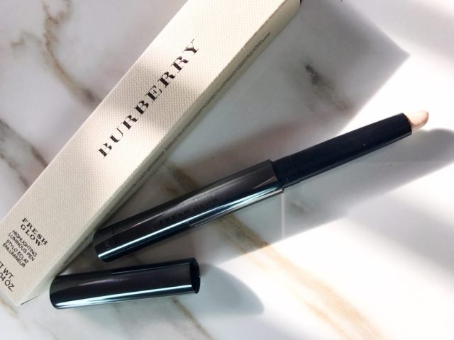 Burberry Fresh Glow Highlighting Luminous Pen in Nude Radiance No. 01 Swatches on Dark Skin