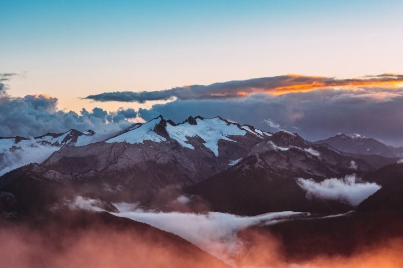 Mountains-During-Majestic-Sunset