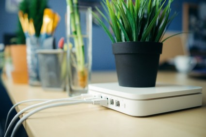 Wireless-Apple-Router-min