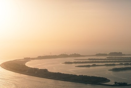 Aerial-View-of-the-Palm-Jumeriah-Islands-in-Dubai-at-Sunset