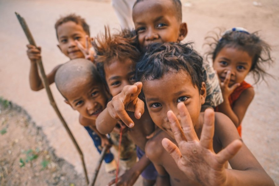 Kids-from-Countryside-in-Cambodia-Smiling-at-the-Camera