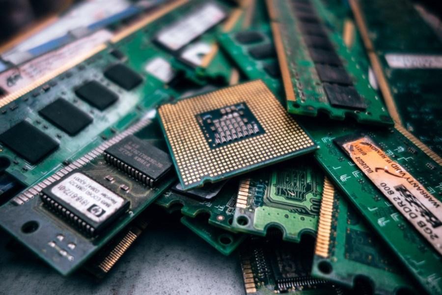 Stacked-Desktop-Computer-Processors-and-Random-Access-Memories