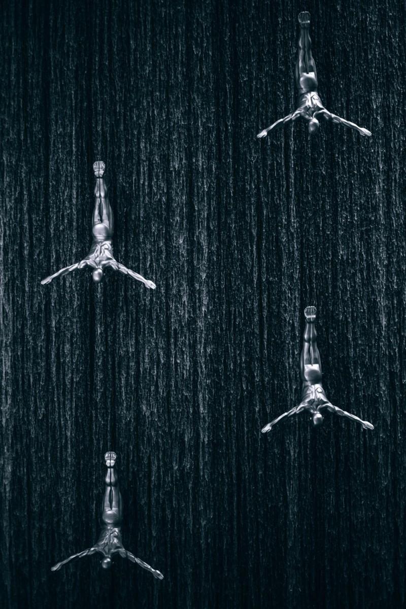 The-Falling-Men-Fountain-at-the-Dubai-Mall
