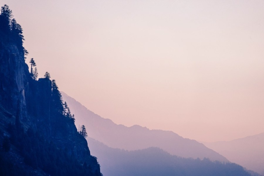 Pink-Sunset-over-the-Mountains-in-Manali-India