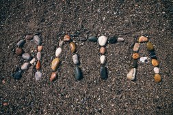 Beach-Rocks-Arranged-to-say-Yalta