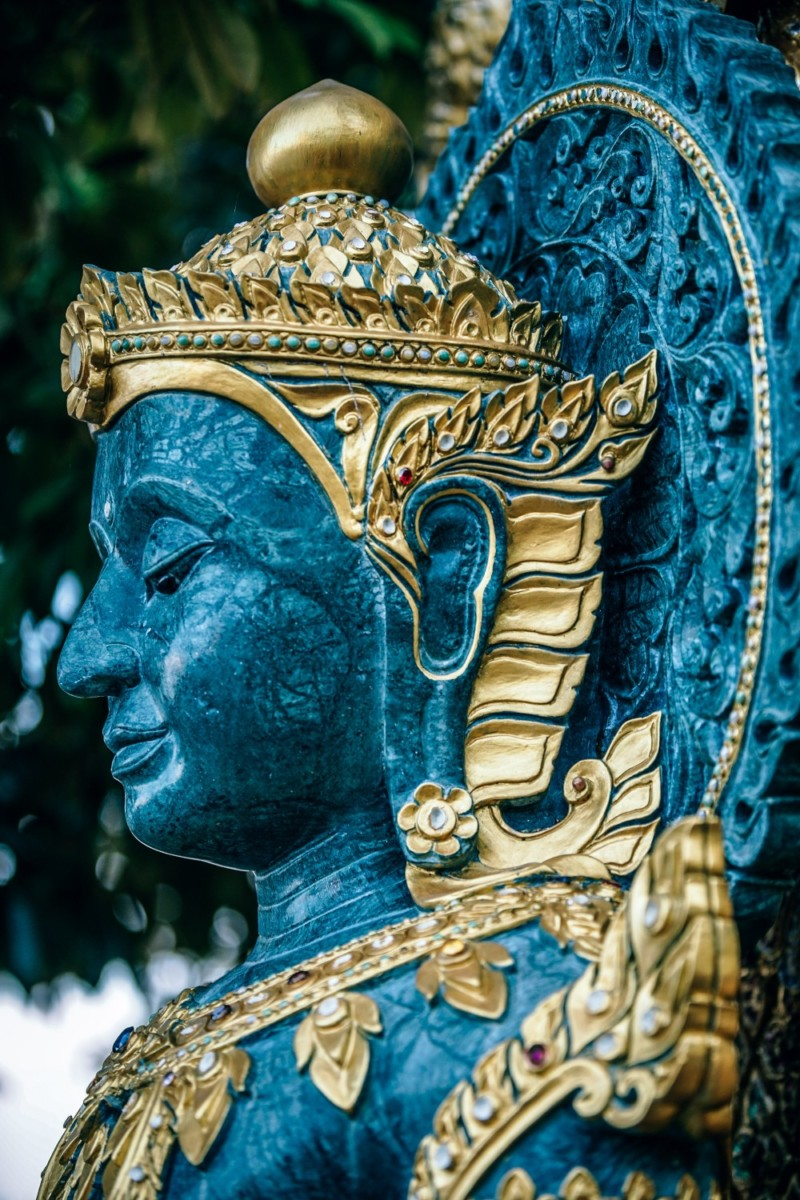 Close-up-Shot-of-the-Face-of-a-Buddhist-Statue