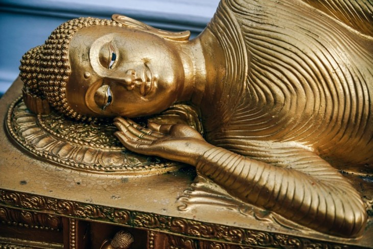 Gold-Sleeping-Buddha-Statue