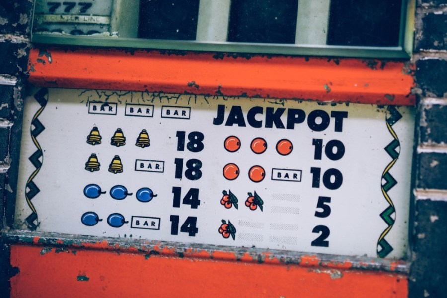 Jackpot-Plate-with-Explained-Possible-Rewards
