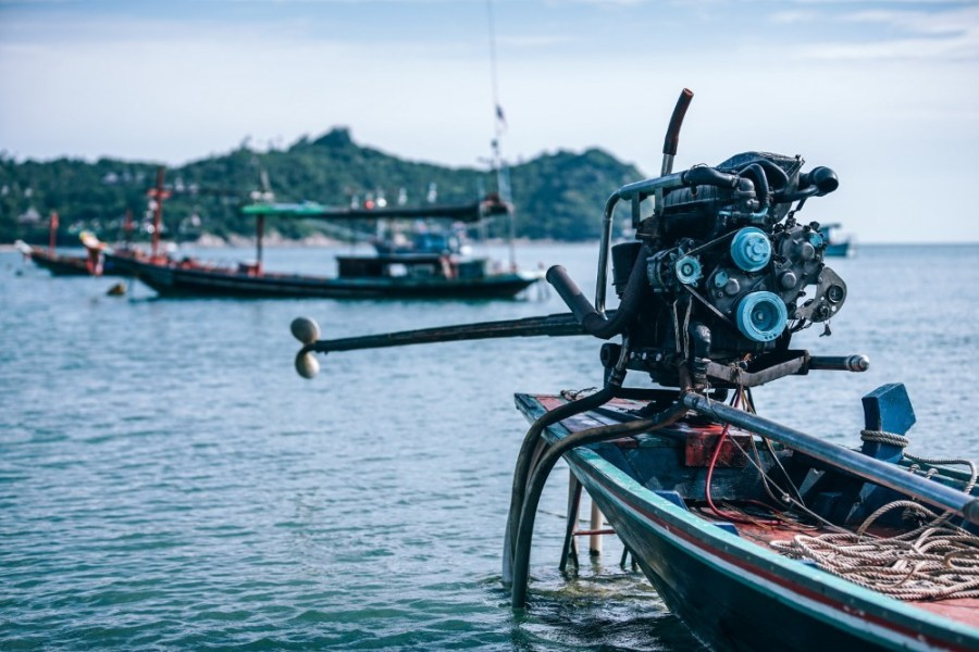 Longtail-Boat-Engine-with-Other-Boats-in-the-Background