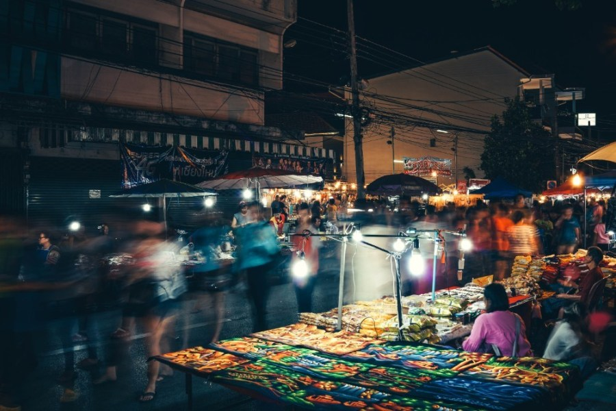 Rush-Hour-at-the-Night-Market-in-Chiang-Mai