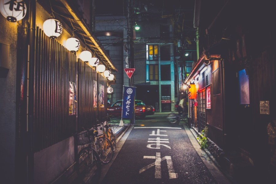 Small-Street-in-Kyoto-Photographed-at-Night
