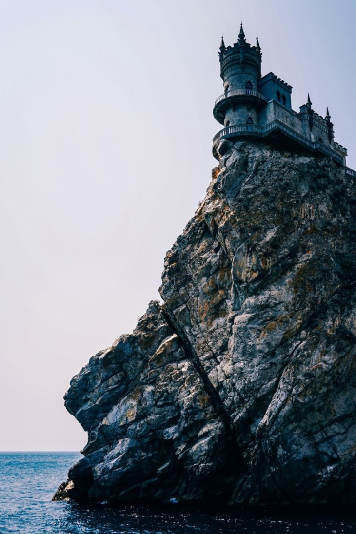 Stunning-Photography-of-the-Swallow's-Nest-Castle-in-Yalta
