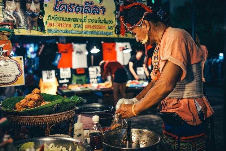 Woman-Preparing-Food-at-the-Chiang-Mai-Night-Market