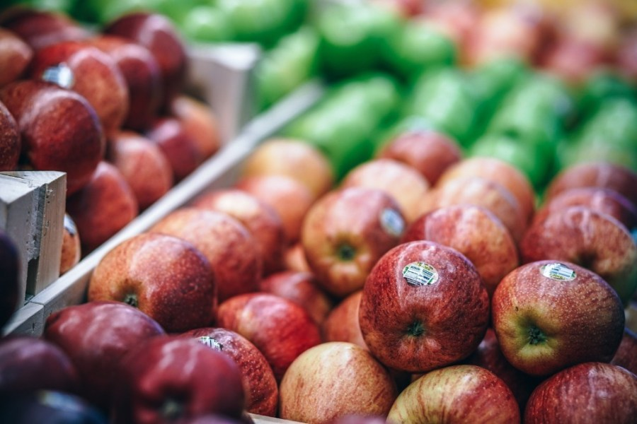 Close-up-Shot-of-Organic-Red-Apples