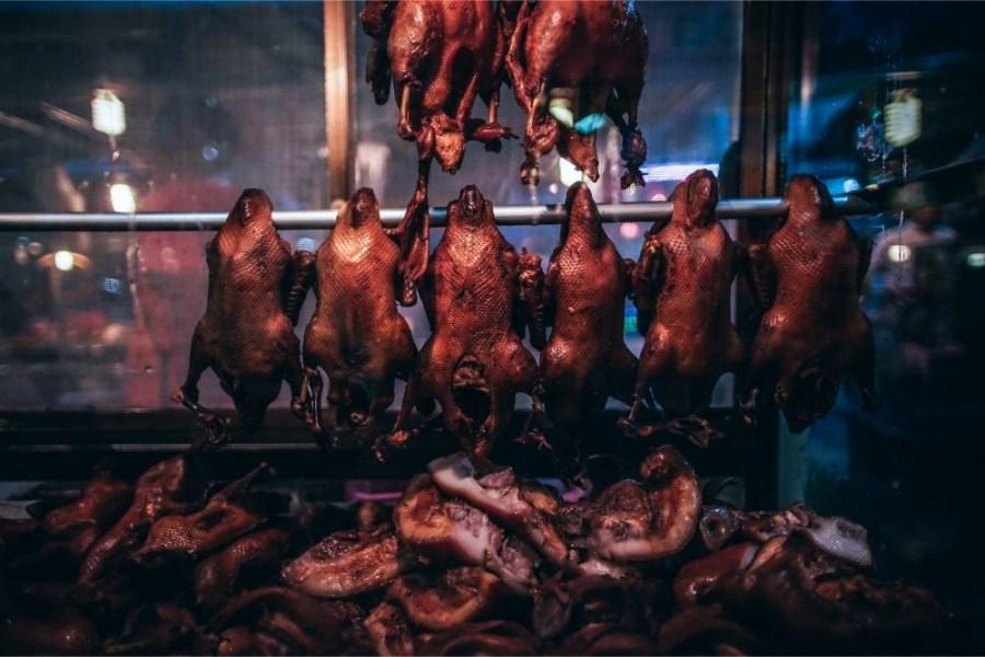 Hanging-Rotisserie-Ducks-for-Sale-at-the-Phantip-Night-Market