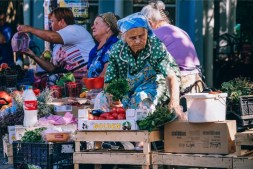 Old-Lady-Selling-Herbs-at-the-Farmers-Market
