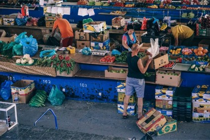 People-Preparing-the-Stand-at-a-Farmers-Market