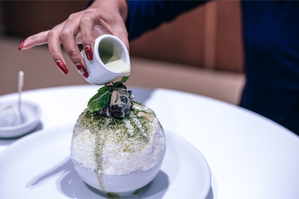 Pouring-Matcha-Cream-on-White-Shaved-Ice-Cream