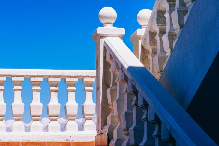 Stairs-Architecture-in-the-Sunlight
