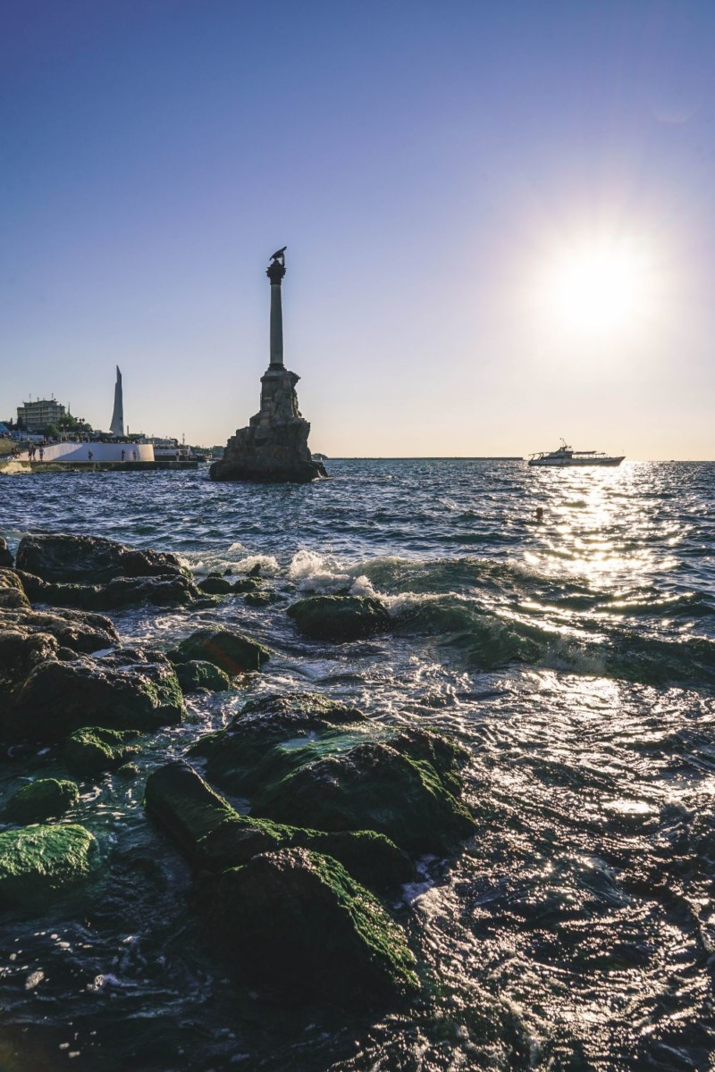 The-Monument-to-the-Flooded-Ships-in-Sevastopol-Photographed-from-the-Shore-1