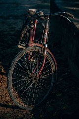 Vintage-Bike-Photographed-in-Low-Light