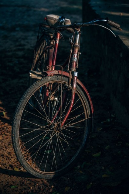 Vintage-Bike-Photographed-in-Low-Light