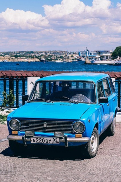Vintage-Blue-Car-by-the-Shore-in-Sevastopol
